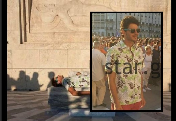 ΑΛΛΟΣ ΕΝΑΣ ΗΛΙΘΙΟΣ:ΞΑΠΛΩΣΕ ΝΑ ΦΩΤΟΓΡΑΦΗΘΕΙ ΣΤΟ... ΜΝΗΜΕΙΟ ΤΟΥ ΑΓΝΩΣΤΟΥ ΣΤΡΑΤΙΩΤΗ !