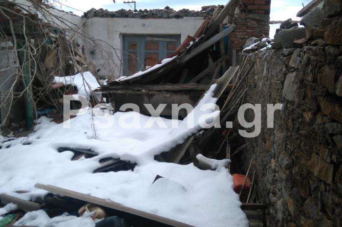 «Τεράστιες ζημιές» ο απολογισμός του χιονιά στα Ψαχνά.Μέχρι και σκεπή σπιτιού κατέρρευσε !