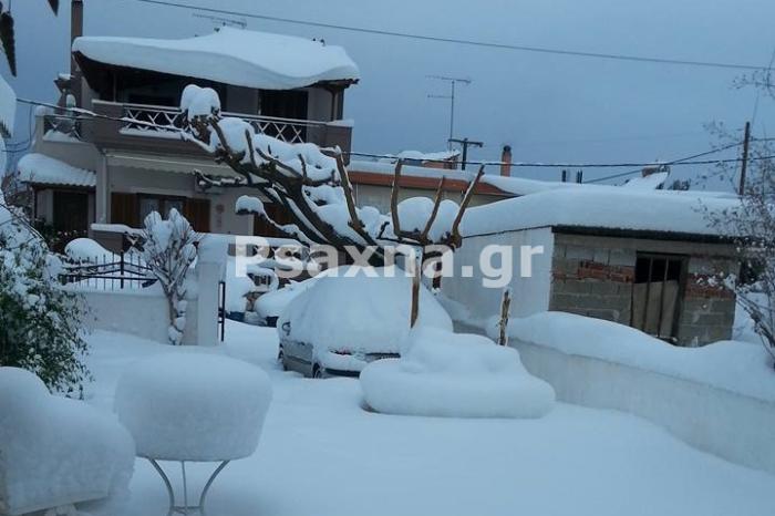 Στους 70 πόντους έφτασε το χιόνι στα Ψαχνά.Πολλά τα προβλήματα με την υδροδότηση και την κυκλοφορία.Βρέφος με υψηλό πυρετό μεταφέρθηκε με ερπυστριοφόρο από τον Πάλιουρα στα Ψαχνά (video)