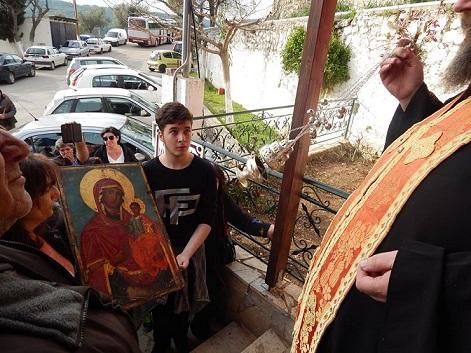 «Βοήθειά μας».Η Παναγία της Μακρυμάλλης στα Ψαχνά στις αγκαλιές των πιστών 17410182 1423281257735549 1658463780 n