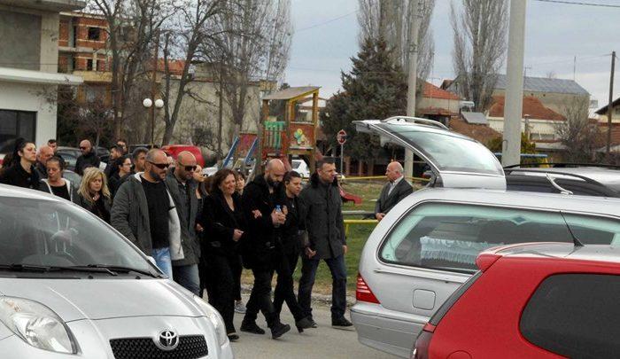Σε κλίμα βαθιάς οδύνης η κηδεία της 33χρονης και του γιου της που σκοτώθηκαν στο τραγικό δυστύχημα - ΒΙΝΤΕΟ