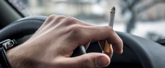 Πρόστιμο 1.500 ευρώ σε όποιον καπνίζει στο αυτοκίνητο (ακόμα και ηλεκτρονικό τσιγάρο) ενώ είναι μέσα παιδί