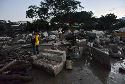 Θρήνος στην Κολομβία: Τους 254 έφτασαν οι νεκροί από την κατολίσθηση