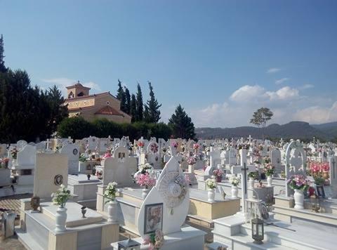 «Έκλεψαν από το μνήμα της πεθεράς μου το στεφάνι τα λουλούδια και τον σταυρό!» 14287636 1319760588034376 919255509 n