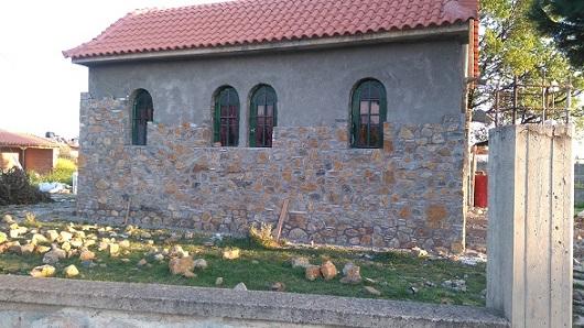 «Ντύνεται» με πέτρα και τελειοποιείται  το εκκλησάκι του Αγίου Διονυσίου στα Ψαχνά