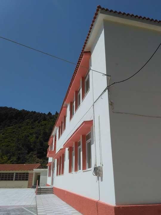 Στενή: Έβαψε Γυμνάσιο και Δημοτικό και αντικατέστηκε 400 τετραγωνικά μέτρα σκεπής ο Δήμος Διρφύων Μεσσαπίων 18191610 1262620870525002 233031801 n