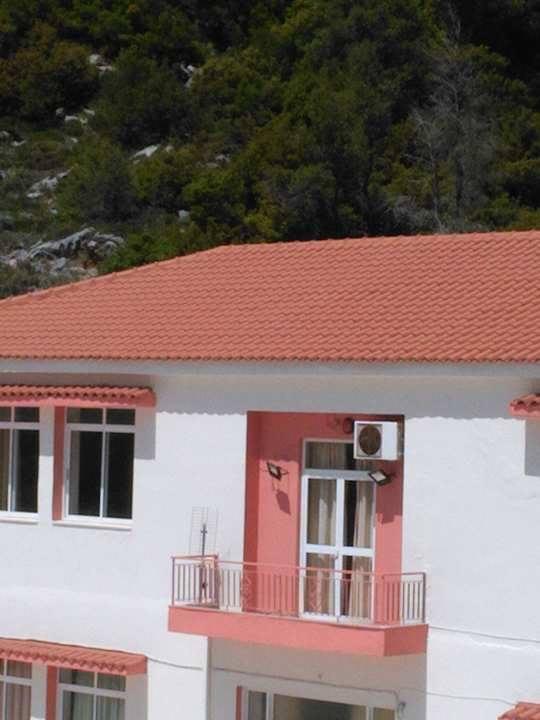 Στενή: Έβαψε Γυμνάσιο και Δημοτικό και αντικατέστηκε 400 τετραγωνικά μέτρα σκεπής ο Δήμος Διρφύων Μεσσαπίων 18217116 1262621560524933 518915490 n