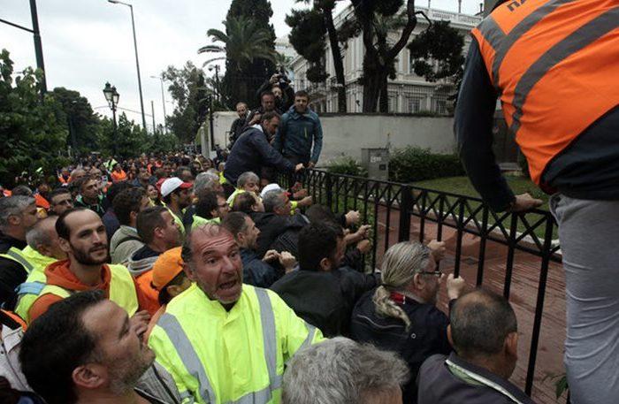 Ένταση στο Διοικητικής Μεταρρύθμισης- Συμβασιούχοι επιχείρησαν να εισβάλουν στο κτίριο