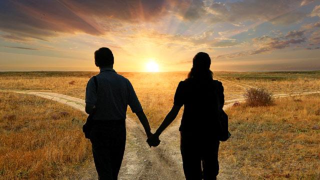 Η έννοια του «μαζί»: Αλήθειες και μύθοι (της Κατερίνας Μούτουπα)