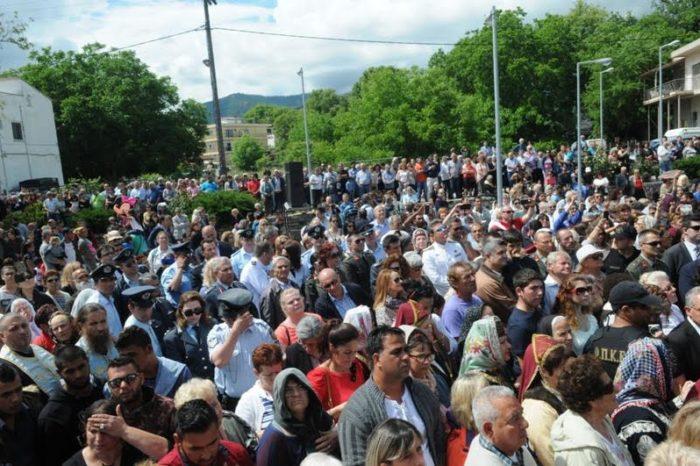 «Βούλιαξε» το Προκόπι από τους χιλιάδες προσκυνητές από όλη την Ελλάδα (video)