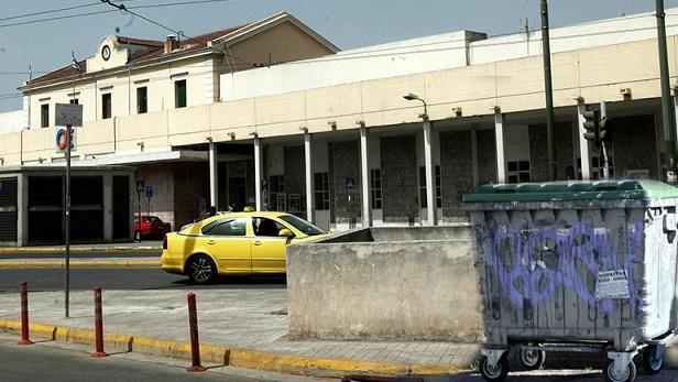Εφιαλτικά ευρήματα στον σταθμό Λαρίσης.20 δείγματα γυναικείων οργάνων σε φορμόλη  εντοπίστηκαν σε κάδο σκουπιδιών