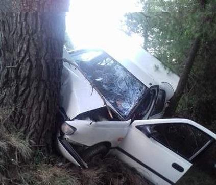 Ε.Ο. Χαλκίδας-Αιδηψού: ΙΧ έπεσε στον γκρεμό και καρφώθηκε σε δένδρο