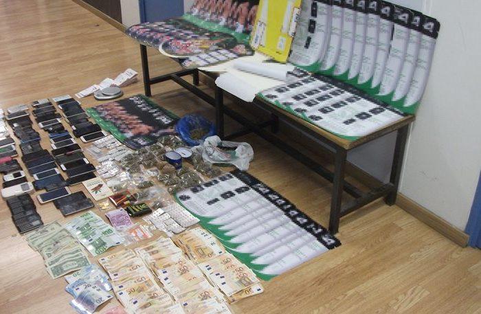 Πρωτοφανές: Έφερναν κοκαΐνη από την Βολιβία εμποτισμένη σε... χαρτόνια!