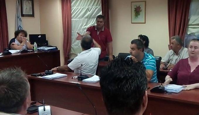 «Μπάχαλο» το  Δημοτικό συμβούλιο :  Μόνο μπουνιές δεν «έπαιξαν» Γιαννούτσος και Μπουροδήμος !