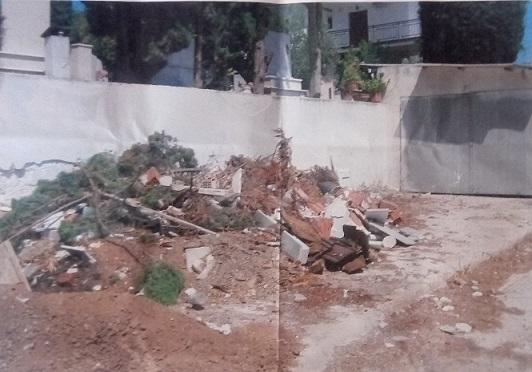 Πολιτικά: Πεταμένα έξω από το νεκροταφείο για έναν μήνα  μάρμαρα από  τάφο και ρούχα  νεκρού 21081803 725113337675919 1203850569 o