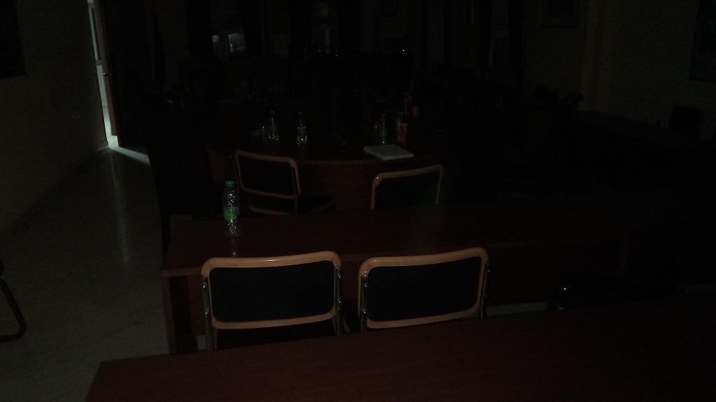 Το Δημοτικό συμβούλιο τελείωσε αλλά οι καφέδες και τα μπουκαλάκια έμειναν για την  καθαρίστρια... 21103756 725445644309355 980575534 o