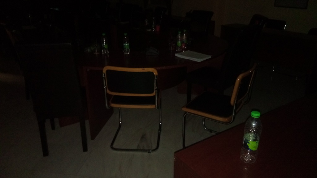Το Δημοτικό συμβούλιο τελείωσε αλλά οι καφέδες και τα μπουκαλάκια έμειναν για την  καθαρίστρια... 21104520 725445634309356 914492113 o