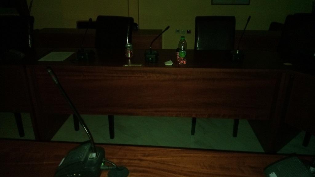Το Δημοτικό συμβούλιο τελείωσε αλλά οι καφέδες και τα μπουκαλάκια έμειναν για την  καθαρίστρια... 21125112 725445567642696 1073184706 o
