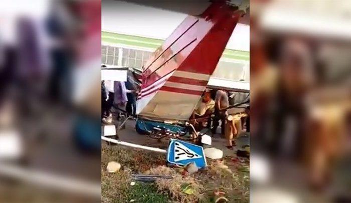 Απίθανο τροχαίο στην Τσετσενία - Αεροπλάνο συγκρούστηκε με αυτοκίνητο - ΒΙΝΤΕΟ