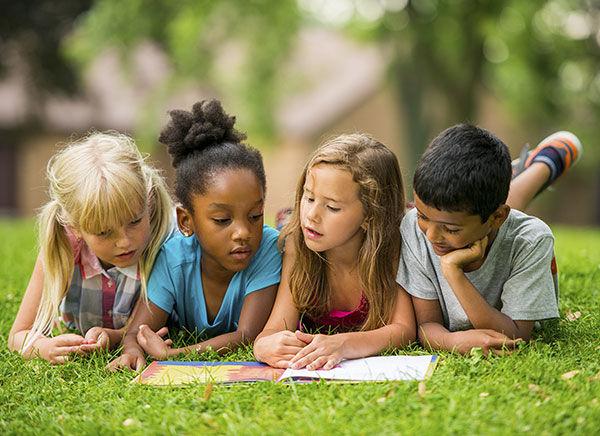 «H παιδική λογοτεχνία και το παιχνίδι του κανόνα» (της Μένης Πουρνή)