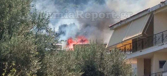 Μεγάλη φωτιά στα Καμένα Βούρλα -Καίει πευκοδάσος, απειλεί σπίτια [εικόνες]