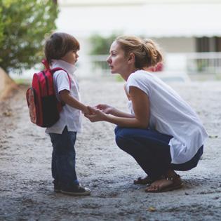 «Πρώτη μέρα στο σχολείο: Άγχος του παιδιού ή της μητέρας; Τρόποι αντιμετώπισης»