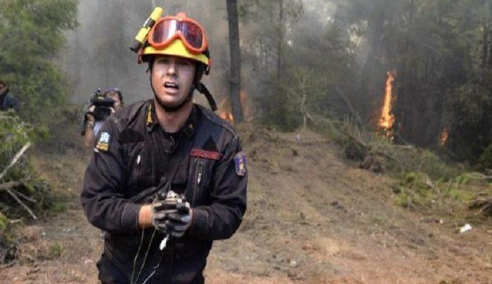 «Aυτή είναι η αλήθεια για τον μεγάλο ήρωα !».Καταγγελία - σοκ για τον πυροσβέστη που έγινε viral κατά τη διάρκεια της μεγάλης πυρκαγιάς στην Ανατολική Αττική