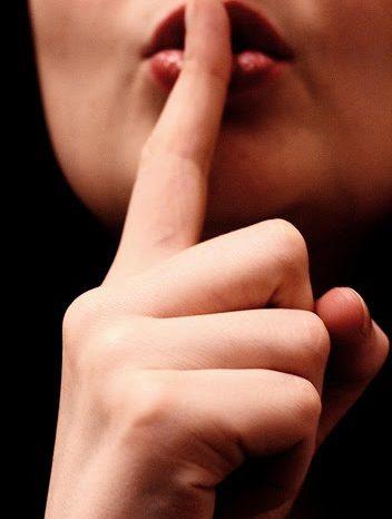 «Μένεις στα Ψαχνά; σσσσσσσ....μην μιλάς θα μπλέξεις !»