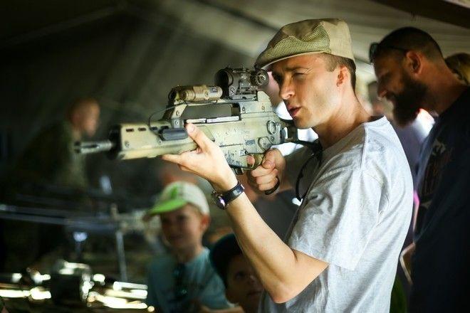 'Μαθήματα' ηθικής από τον κατασκευαστή όπλων που έχει σκοτώσει 2 εκατ. άτομα