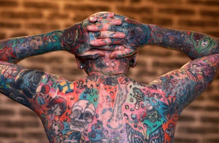 Αυτός είναι ο άνθρωπος με τα 810 τατουάζ !