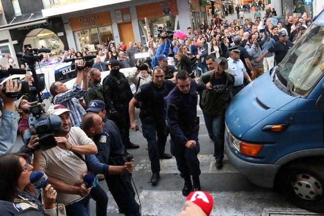 Στον εισαγγελέα οι απαγωγείς Λεμπιδάκη - Τους αποδοκίμασαν εκατοντάδες κρητικοί