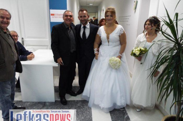 Ζευγάρι παντρεύτηκε και αμέσως μετά πήγε να ψηφίσει πρόεδρο για την Κεντροαριστερά ! (video)