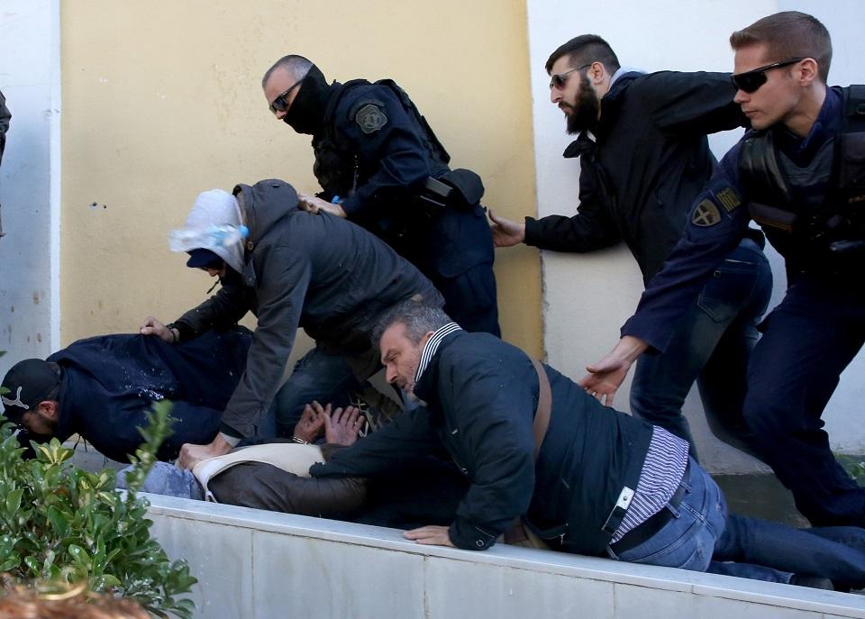 Καρέ-καρέ ο νέος προπυλακισμός του 58χρονου στην Ευλεπίδων (video) 544383 1148b2b7ce 8fb3f13c22625243