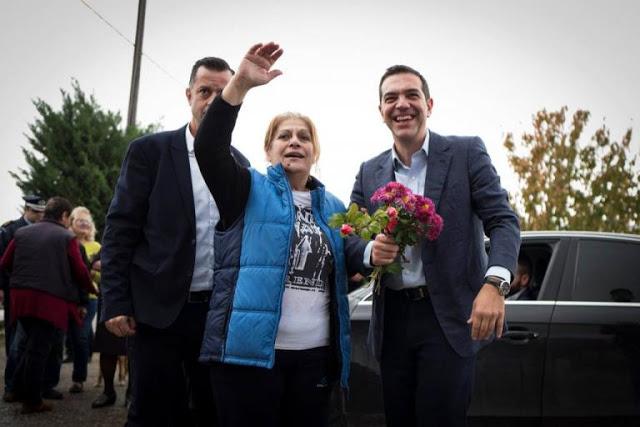 Με λουλούδια υποδέχτηκαν τον Αλέξη Τσίπρα στην Ξάνθη alexis tsipras xanthi 4