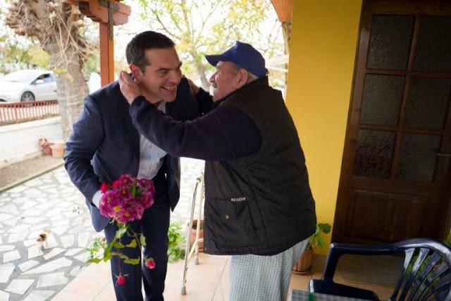 Με λουλούδια υποδέχτηκαν τον Αλέξη Τσίπρα στην Ξάνθη alexis tsipras xanthi 5 1