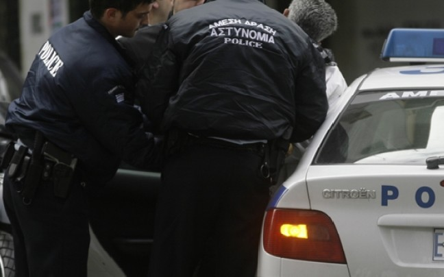 Ψαχνά: Μικροεντάσεις με μέλη του ΠΑΜΕ και σύλληψη  λαθρομετανάστη έξω από το 1ο Δημοτικό σχολείο Ψαχνών