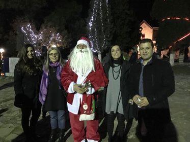 Άναψε το χριστουγεννιάτικο δένδρο στην Τριάδα