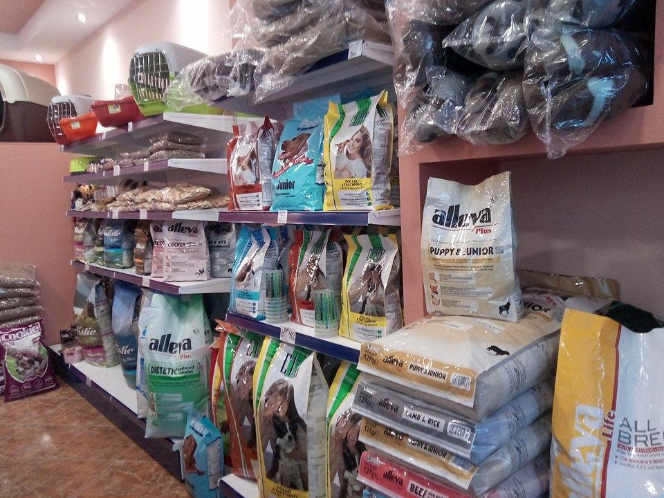 Ψαχνά: Ήρθε το νέο pet shop «Alleva» ! 26197013 776014362585816 853569283 n