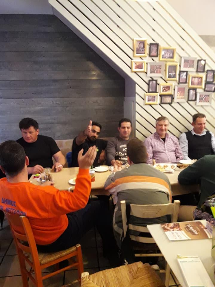 Δήμαρχος Αντιδήμαρχοι και Υπάλληλοι σε «φιλικό τραπέζι» στα Βαρελάκια 26231717 1738724032844906 4638800412672850974 n