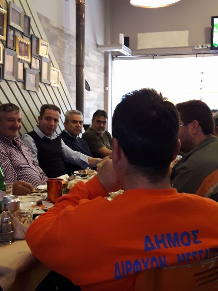 Δήμαρχος Αντιδήμαρχοι και Υπάλληλοι σε «φιλικό τραπέζι» στα Βαρελάκια 26239445 1738723882844921 2415386170542696092 n