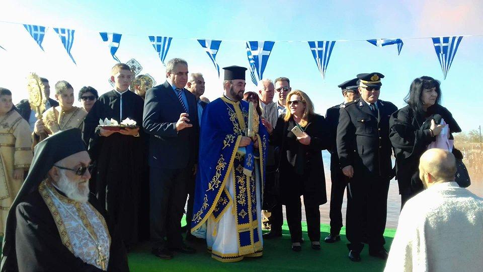 Πολιτικά: Ο Κώστας Καρατζάς έπιασε τον Τίμιο Σταυρό στα φετινά Θεοφάνεια  (φωτογραφίες-video) 26552689 779718538882065 599961533 n