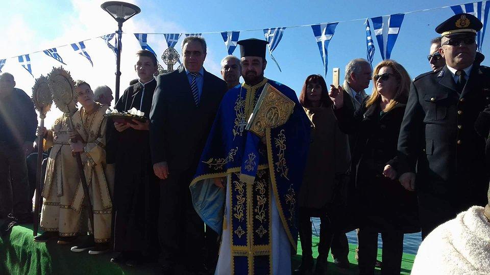 Πολιτικά: Ο Κώστας Καρατζάς έπιασε τον Τίμιο Σταυρό στα φετινά Θεοφάνεια  (φωτογραφίες-video) 26637766 779718492215403 1929872698 n