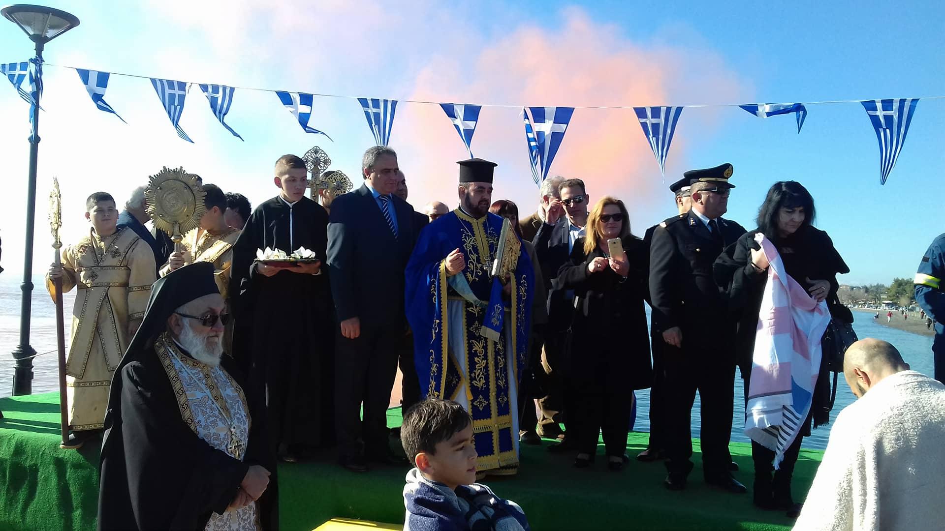 Πολιτικά: Ο Κώστας Καρατζάς έπιασε τον Τίμιο Σταυρό στα φετινά Θεοφάνεια  (φωτογραφίες-video) 26693137 2048584991819146 4649585 o