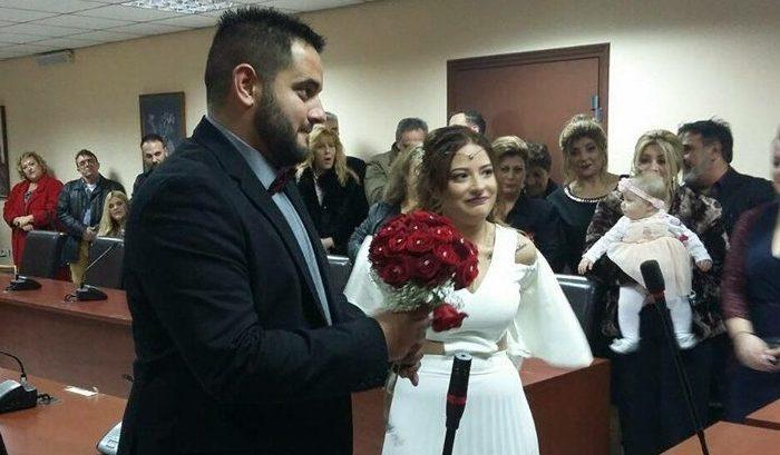 Παντρεύτηκαν με πολιτικό γάμο ο Τάσος Χρυσούλης και η Χριστίνα Παπαργυρίου