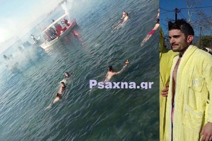 Πολιτικά: Ο Κώστας Καρατζάς έπιασε τον Τίμιο Σταυρό στα φετινά Θεοφάνεια  (φωτογραφίες-video)
