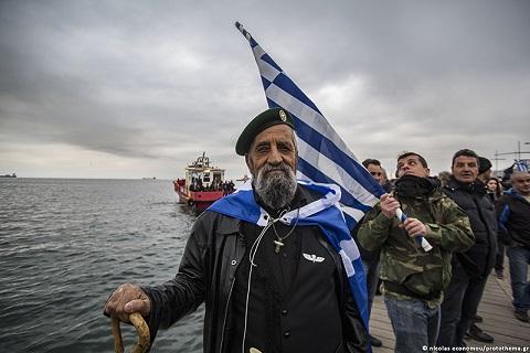 Φωτορεπορτάζ: Δείτε χαρακτηριστικά στιγμιότυπα από το ογκώδες συλλαλητήριο της Θεσσαλονίκης