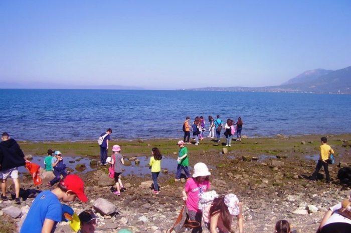 Μαθητές και μαθήτριες από τρία σχολεία καθάρισαν την ακτή του Κολοβρέχτη