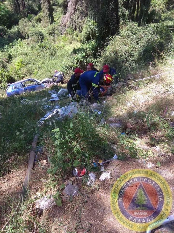 Τροχαίο δυστύχημα  με έναν νεκρό έξω από τα Ψαχνά (φωτογραφίες) 3 9
