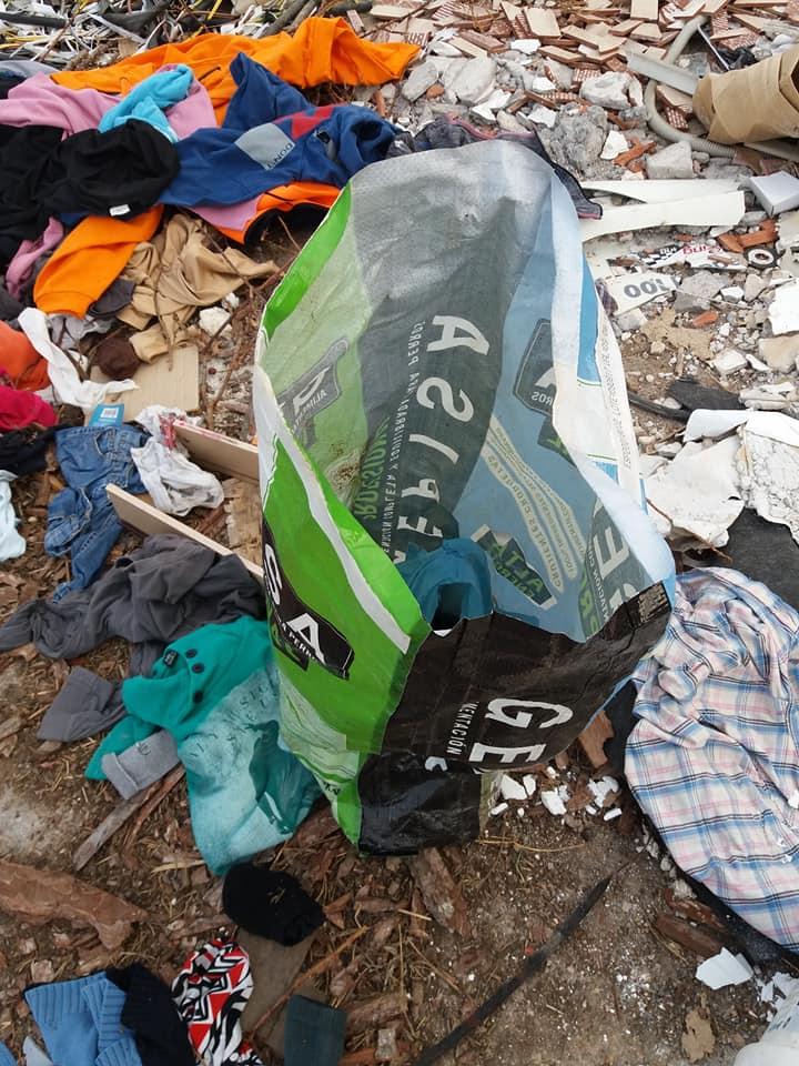 Δοκός:Πέταξαν  ζωντανά κουτάβια στα σκουπίδια ! (φωτό-video) 30582159 1799460850074609 6428627892405534720 n