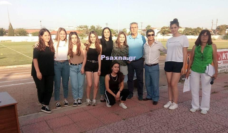 Τιμήθηκε ο παλαίμαχος ποδοσφαιριστής Δημήτρης Λεοντής και η γυναικεία ομάδα του Λυκείου Ψαχνών στον τελικό του σχολικού πρωταθλήματος Δήμου Διρφύων Μεσσαπίων 33